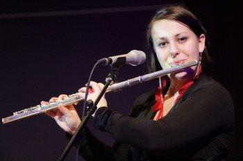 Helene Irauschek, Gesang, Saxofon, Querflöte, Gitarre, Tanzband Voices And Music, partyband, Sängerin