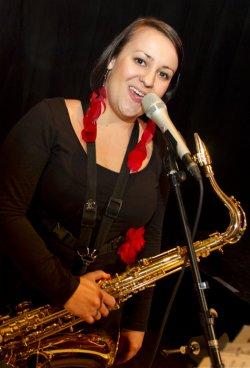 Helene Irauschek, Gesang, Saxofon, Querflöte, Gitarre, Hochzeitsband Voices And Music , hochzeitsmusik