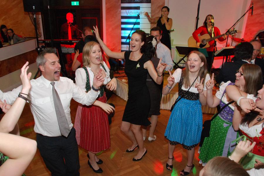 hochzeitsband band voices and music oö linz wels Ansfelden Tanzmusik Hochzeit Partyband