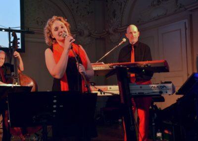 Tanzball in Linz Sängerin Keyboard Kontrabass, Livemusik