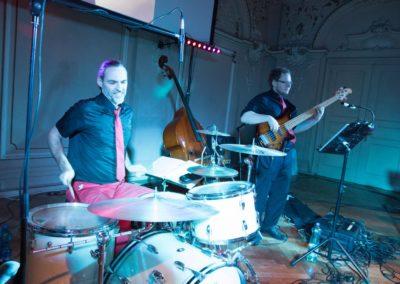 ball_kreuzschwestern_linz_Palais, Tanzband Voices And Music, Bass Schlagzeug
