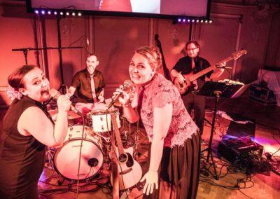 Maturaball Linz OÖ, Tanzband Voices And Music mit Sängerin und Saxofon