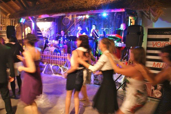 OÖ Hochzeitsband für Hochzeitsfeier, Party, Firmenfeier, Voices And Music, Band für Hochzeit, Tänzer, Band oder DJ-Musik