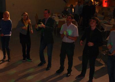 firmenfeier_begeisterte_fans_karoke_singen_voiceandmusic_partystimmung_applaus_weihnachtsfeier_tanzband_52c0b9afe5865