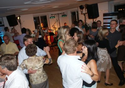 hochzeit_hochzeitsfeier_hochzeitsfest_partymusik_tanzmusik_coverband_sngerin_snger_526e05927a918