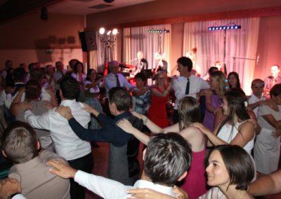 Hochzeitsfeier Weddingparty viele Tänzer Musikband Voices And Music