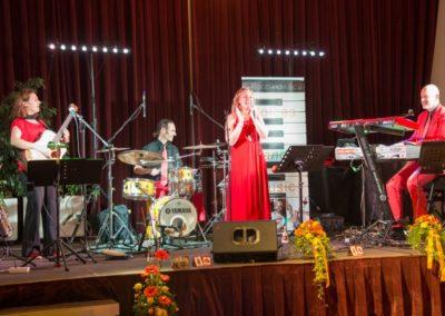 Voices And Music Hochzeitsband mit Sängerin, KRONE Traumhochzeit, Bühne, Tanzmusik, Salzkammergut, OÖ Österreich