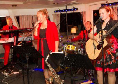 partymusik_voices_and_music_schifffahrt_tanzmusik_tanzband_saengerin