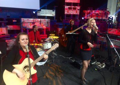 Partyband und Liveband bei Firmenfeier von POLYTEC GROUP Hörsching, Voices And Music