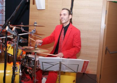 schlagzeug__drums__live_schlagzeug__rhythmus__voicesandmusci__othmar_hametner__ballband__coverband_5291dedcbcf2e