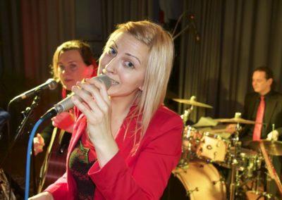 sngerin_bianca_mit_band_voicesandmusic_topband_tanzmusik_band_54d879dd8dcd0