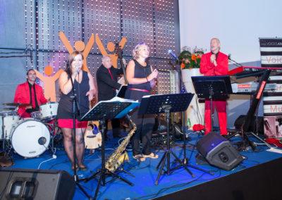 Firmenjubiläum Showband voices_and_music_band saxofon saengerin_keyboard_