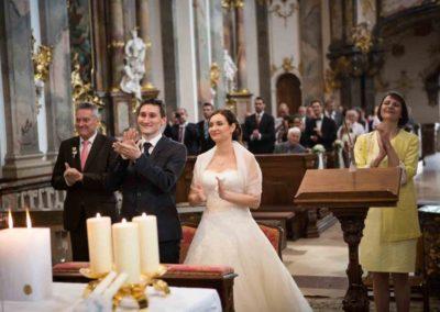 wedding music, kirchliche Trauung mit Hochzeitsmusik Voices And Music, Applaus vom Brautpaar und Hochzeitsgästen für Hochzeitsband Voices And Music, Sängerin für Hochzeit