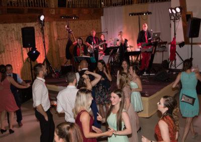 Voices-And-Music-Hochzeitsband, viele Tänzer,