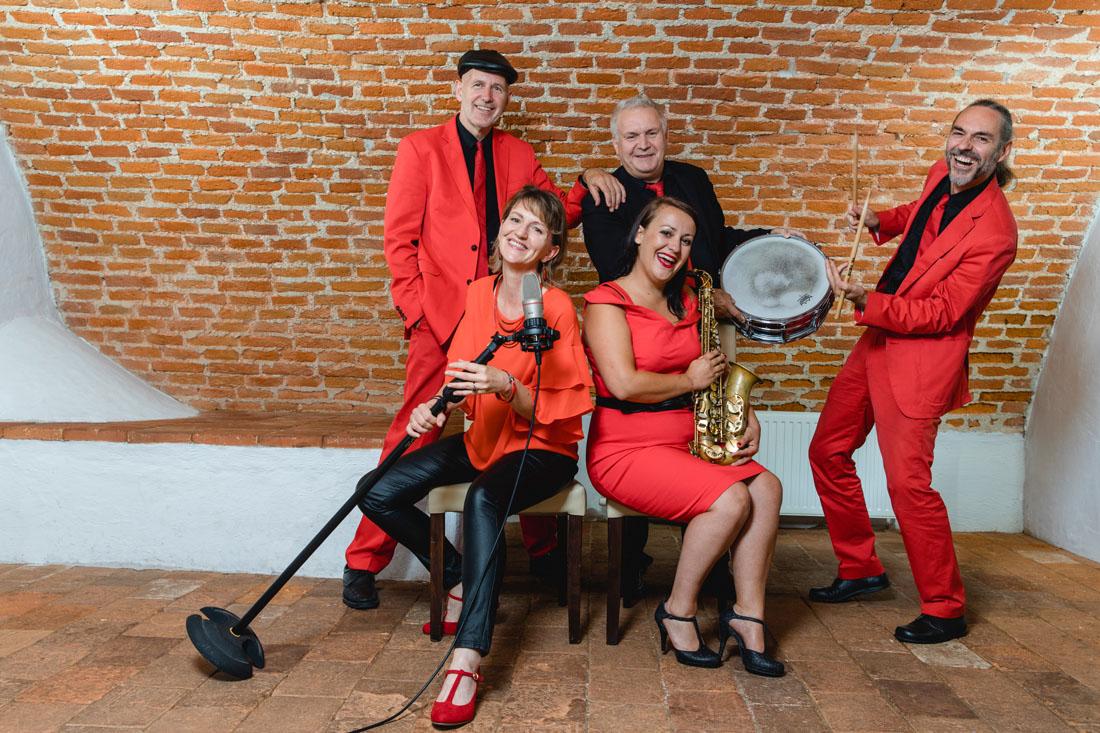 Quintett, 3 Männer, 2 Frauen, sängerin, Schlagzeug, saxofon