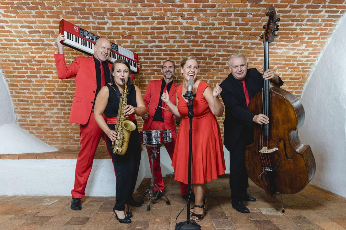 Hochzeitsbands Voices And Music, Tanzmusik, Partybands, Livemusik, Livebands, Weddingparty, Hochzeitsmusik, Tanzbands, Linz OÖ Oberösterreich Sängerin Saxofon , Bands für Hochzeit , Musikband