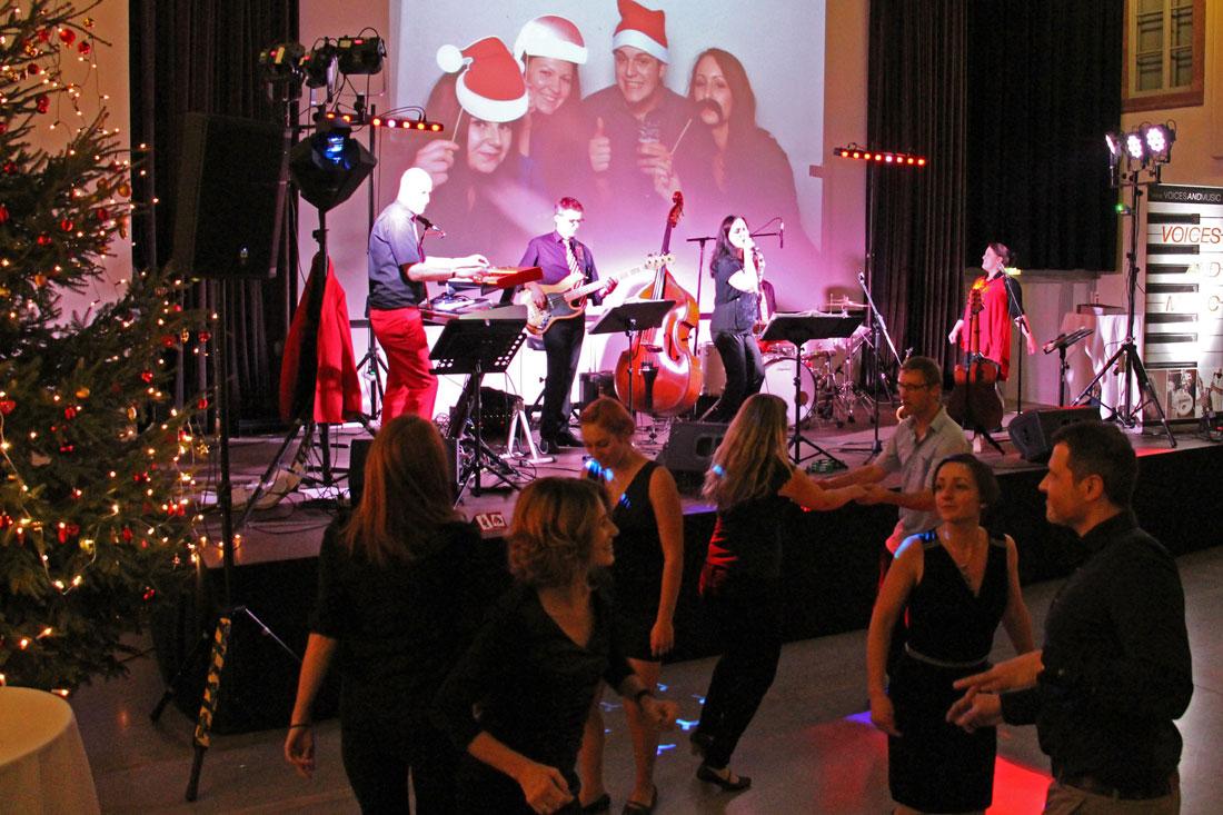 Musiker für Weihnachtsfeier, Tanzen, Christmas, Weihnachtsparty, Voices and Music Tanzmusik Tanzband Sängerin