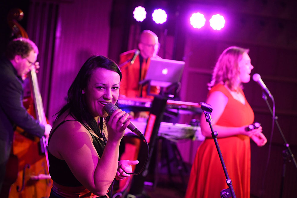 tanzband voices and music linz Sängerinnen Firmenfeier Hochzeit OÖ Sängerin Hochzeitsband Musikband