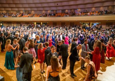 Voller Tanzsaal im Bruckner Haus