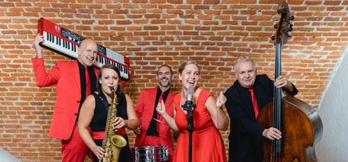 Voices And Music Quintett Gitarre Keyboard Schlagzeug Kontrabass Ebass Band Sängerin Hochzeitsband OÖ Oberösterreich