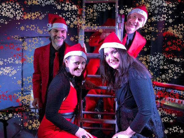 Man kann tanzen, mitsingen, zuhören, einfach nur sich unterhalten. Weihnachtsfeier mit Musik Band Voices and Music. Tanzband im Trio mit Sängerin und DJ. Firmenfeier