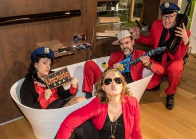 Partyband Voices And Music Spass mit Fotobox, 4 musiker, Badewanne, tanzband, hochzeitsband oberösterreich, party