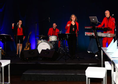 Tanzband Voices And Music glamouröser, lustiger Auftritt bei Welser Firmenevent, 4 musiker, bands, fotogalerie,