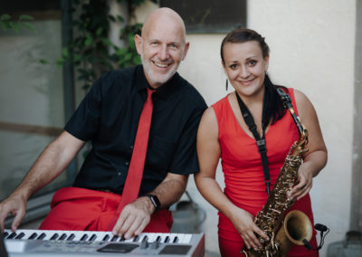 Lustige Agape mit Saxofon, Gesang, Klavier Voices And Music