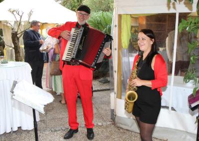 Live Musik bei Agape - Saxofon und Akkordeon
