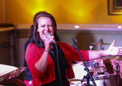 Saengerin Helene mit Partyband bei Hochzeitsabend, Schlagzeug