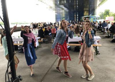 Coole Tänzerinnen geben Vollgas, Voices And Music Band, Firmenfeier, Linz OÖ
