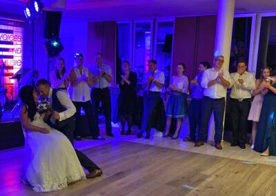Super Stimmung, lustiges Brautpaar, Tanzspiele, Hochzeitsmusiker, Party, Partygäste,